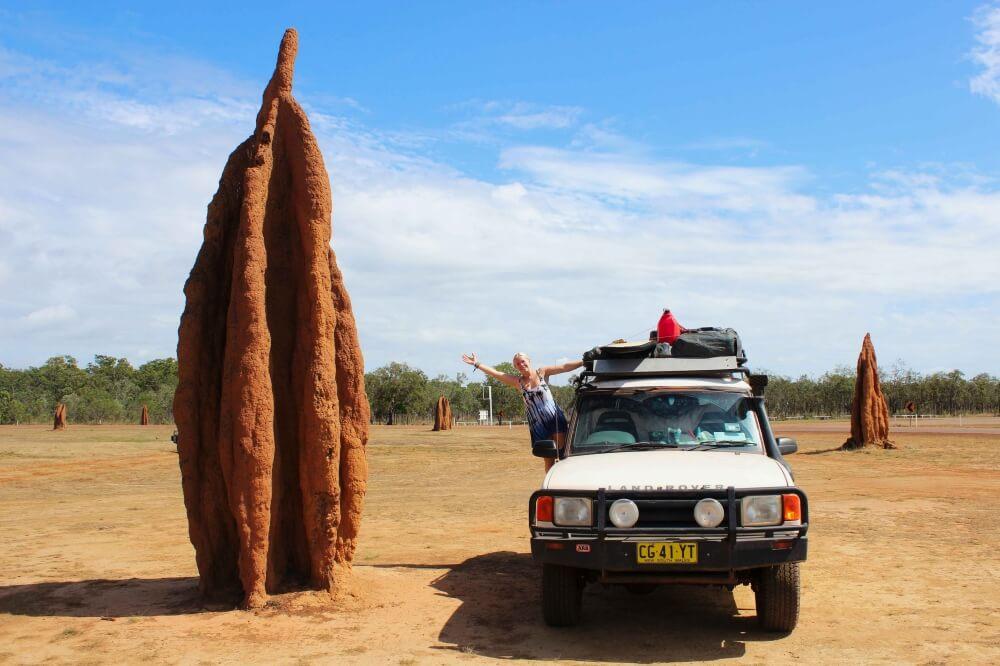 Termitenhügel auf der Kap-York Halbinsel in Australien, einer knapp 1000 Kilometer langen Schotterstraße