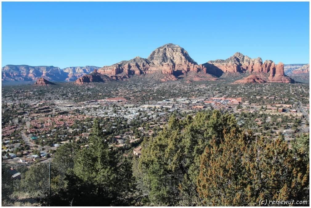Blick von der Besucherterrasse der Sky Ranch Lodge