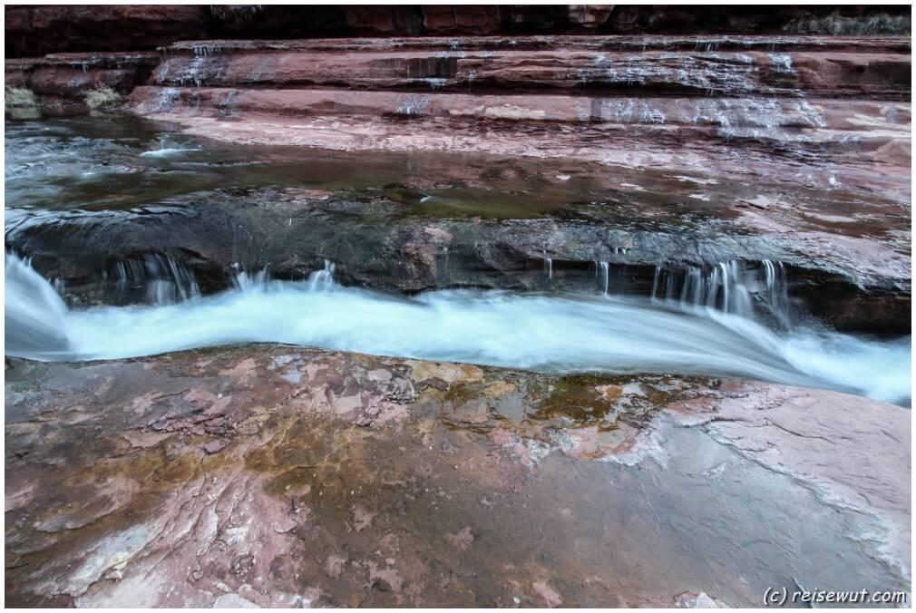 """Der """"Crack"""" im Slide Rock State Park"""