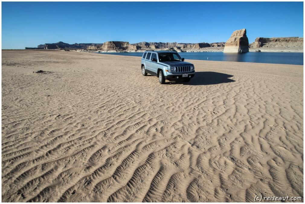 Alone am Beach beim Lone Rock