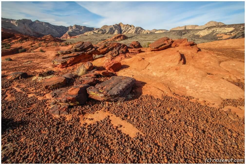 Moki Marbles auf dem Petrified Dunes Trail