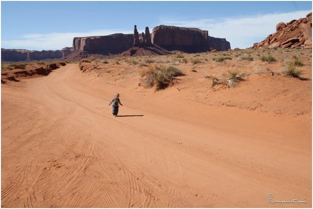 Finley unterwegs im großen Sandkasten des Monument Valley