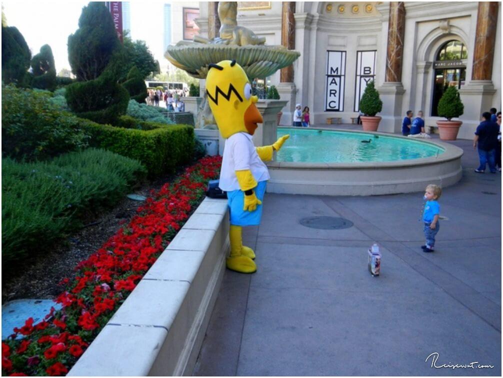 Unser Nachwuchs macht in Las Vegas zum ersten Mal bekanntschaft mit Homer Simpson