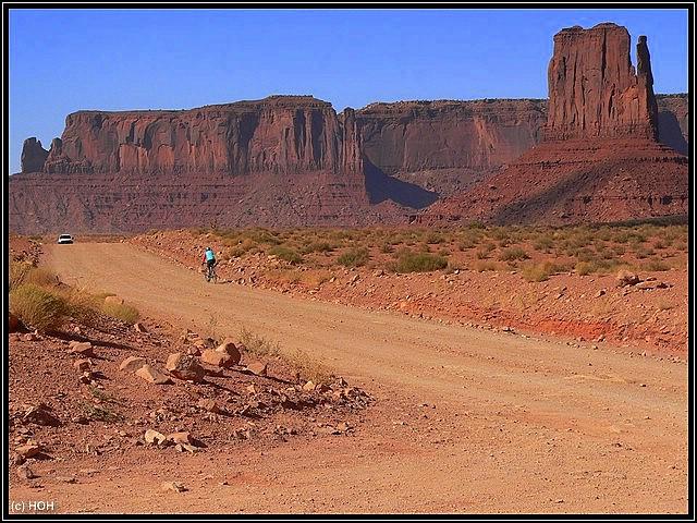 Radfahrer auf dem Loop im Monument Valley