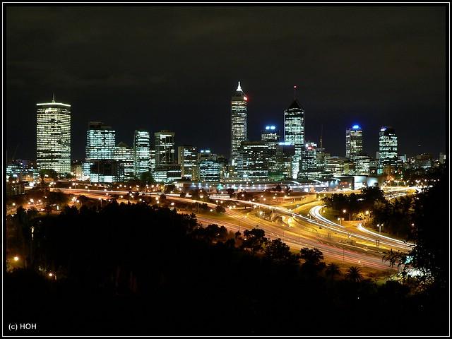 Perth Skyline bei Nacht ... vom Kings Park aus gesehen