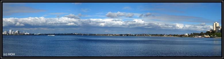 Panorama vom Swan River. Links: Perth