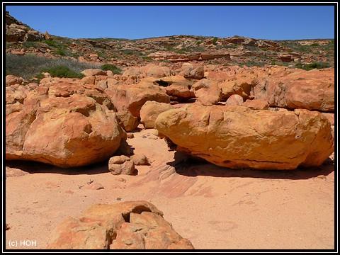 Beeindruckende Steinklumpen an der Küste