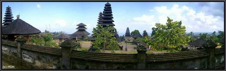 Tempelanlage in Besakih mit Aussemauer
