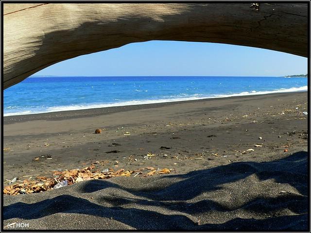 Schwarzer Strand bei Goa Lawah
