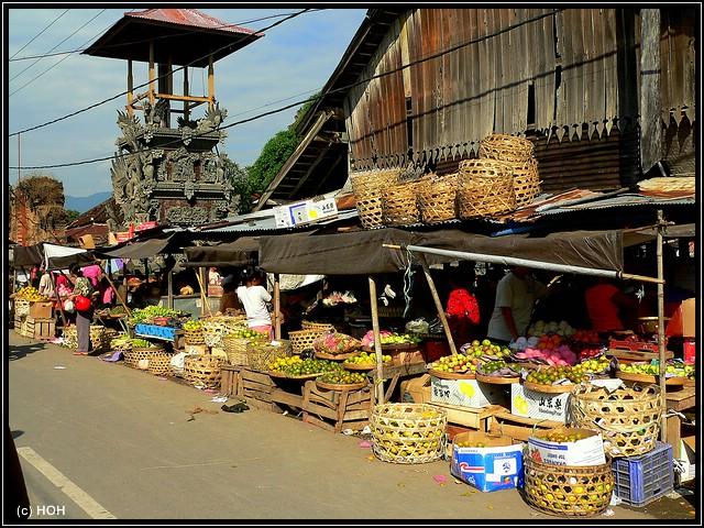 Stände auf dem Markt