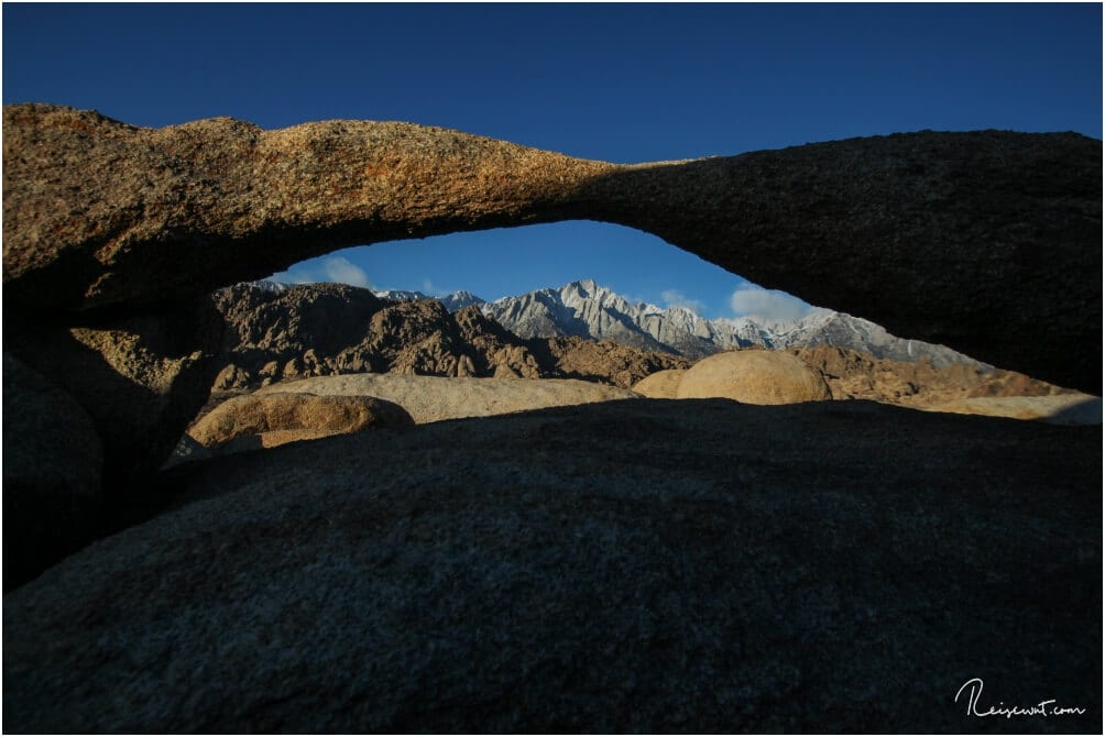 Der kleine aber beeindruckende Lathe Arch ist nur wenige Meter vom Mobius Arch entfernt