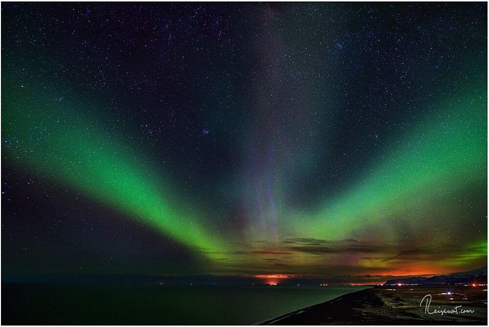 Polarlichter von Dyrholaey aus gesehen