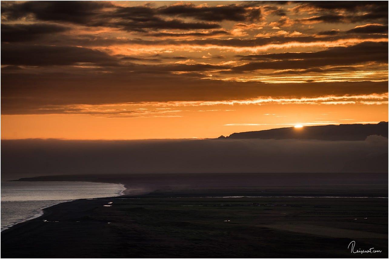 Die letzten Sekunden, bevor die Sonnen sich hinter einer Gebirgskette verabschiedet