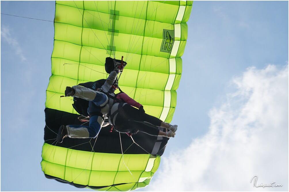 Danielle's letzte Meter vor der Landung, die Beine sind bereits bilderbuchmäßig angezogen