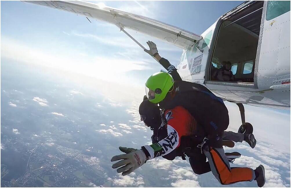 Take a freefall ... aus 4200m Höhe geht's 50s im freien Fall nach unten