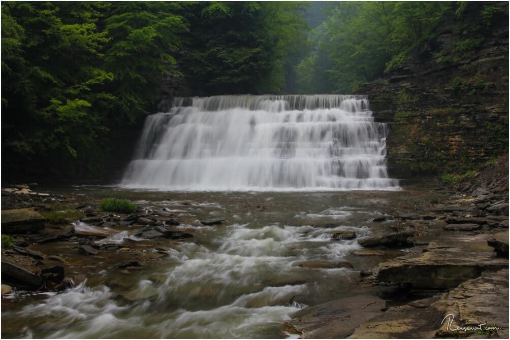 Einer der größeren Wasserfälle im wunderschönen Stony Brook State Park