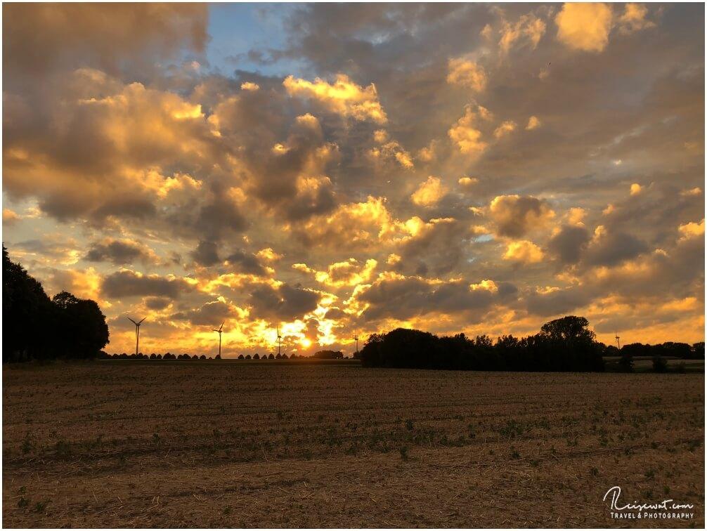 Einer der für mich persönlich schönsten Sonnenuntergänge die ich hier jemals gesehen habe in meiner Umgebung
