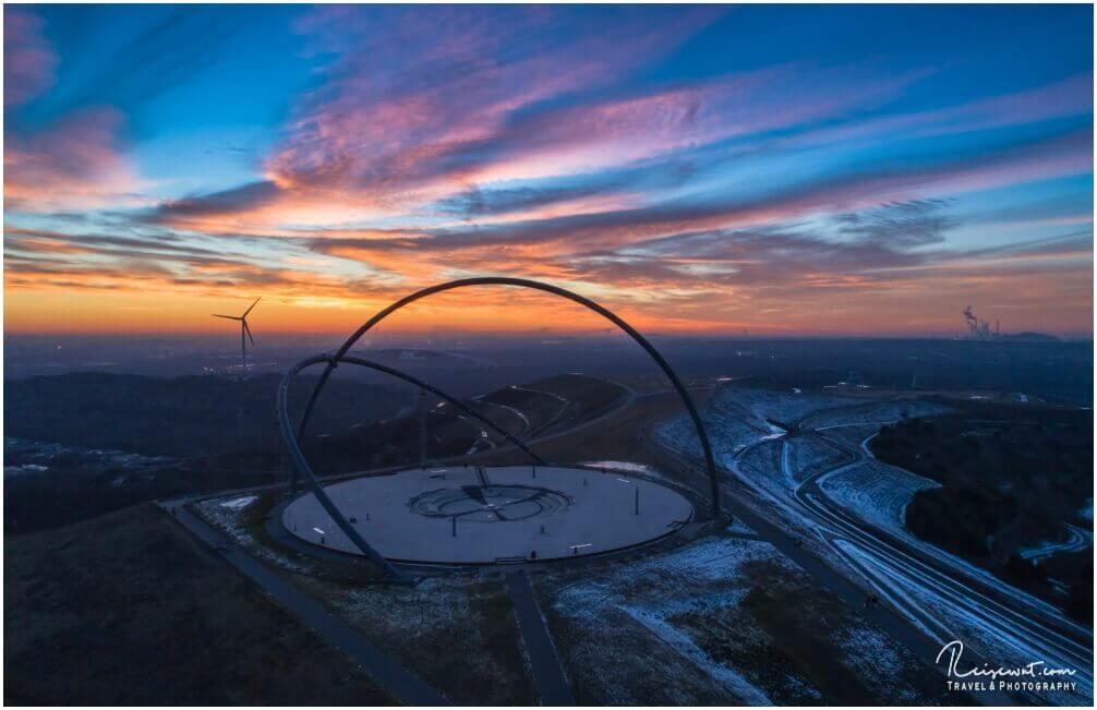 Die Halde Hohewart liegt etwas über 150m hoch und ist ideal um den Sonnenuntergang anzuschauen