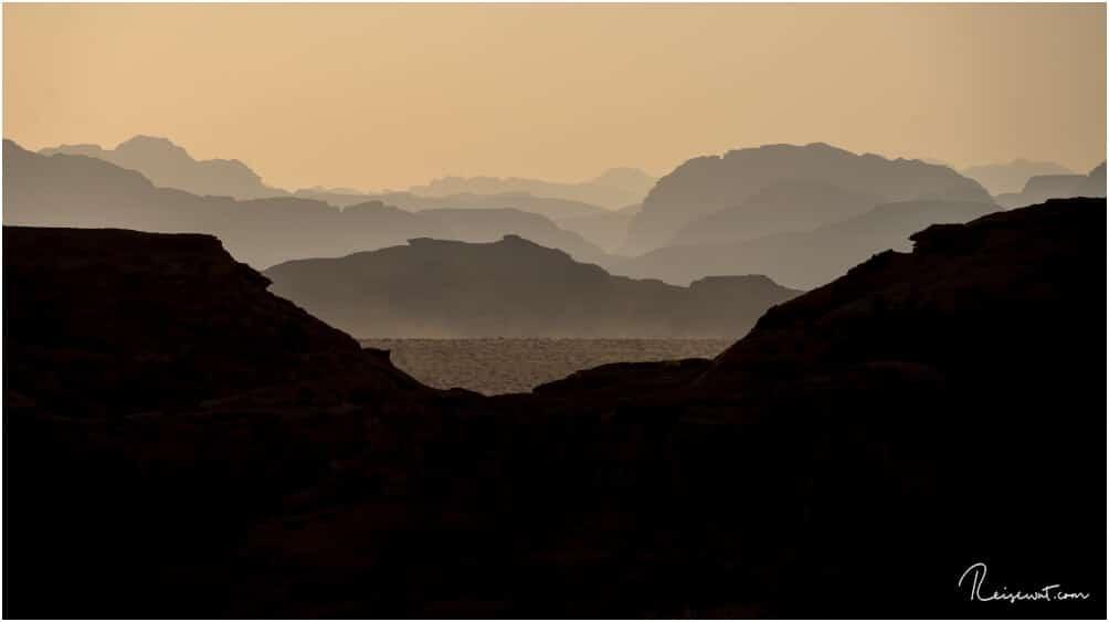 Kurz vor Sonnenuntergang in den Weiten des Wadi Rums