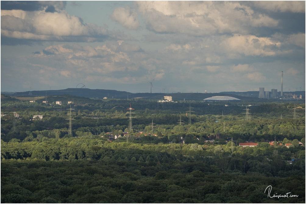 Der Blick in Richtung Osten zur Halde Hoheward. Auch die Schalke-Arena ist gut zu erkennen