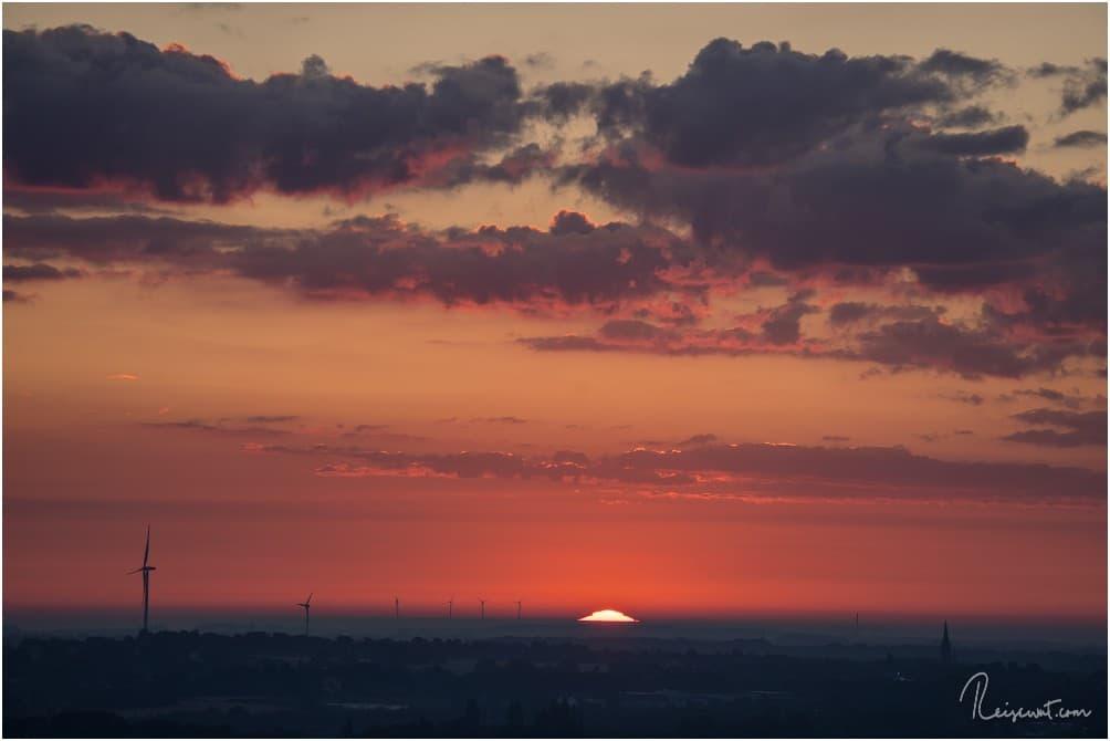 Der Moment, wo die Sonne den Horizont küsst.