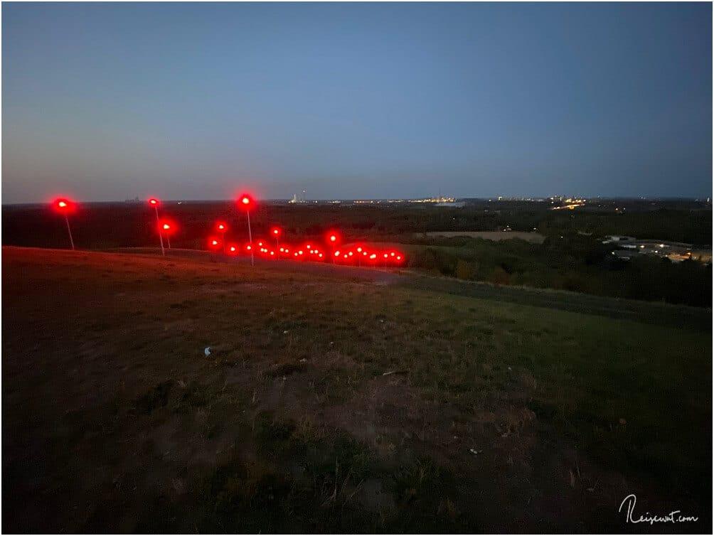 35 Leuchtmasten auf 8000 qm sorgen für die Illumination des Geleuchts