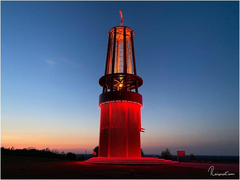 Für Fotografen besonders am Abend interessant: Das Geleucht auf der Halde Rheinpreussen