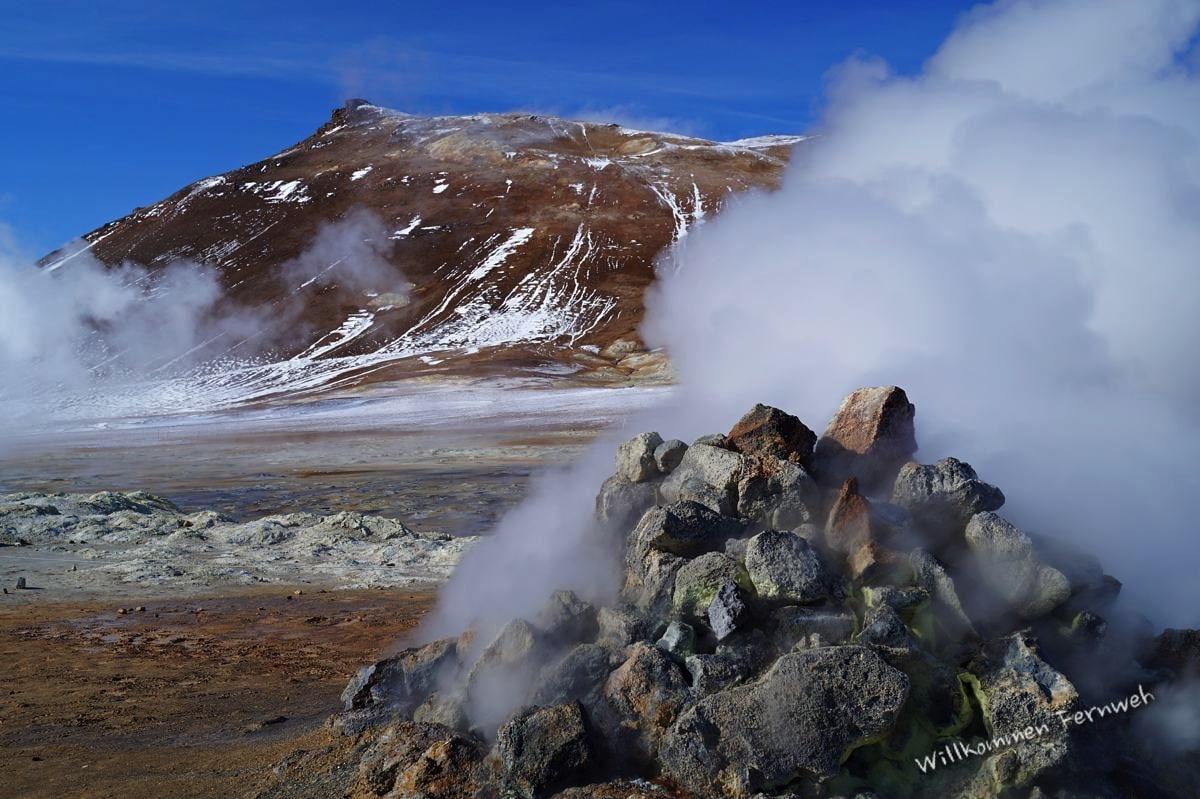 Beim Geothermalgebiet neben dem Berg Namafjall zischt und brodelt es alle paar Meter