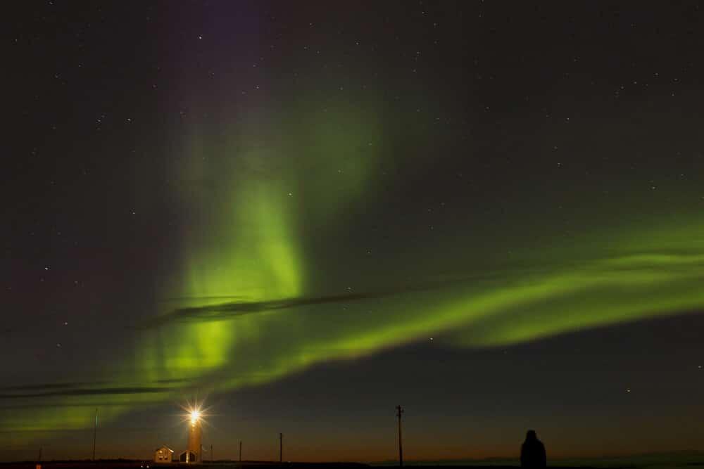 Die Nordlichter sind ein Traum vieler Reisender, die zum ersten Mal im Winter nach Island kommen