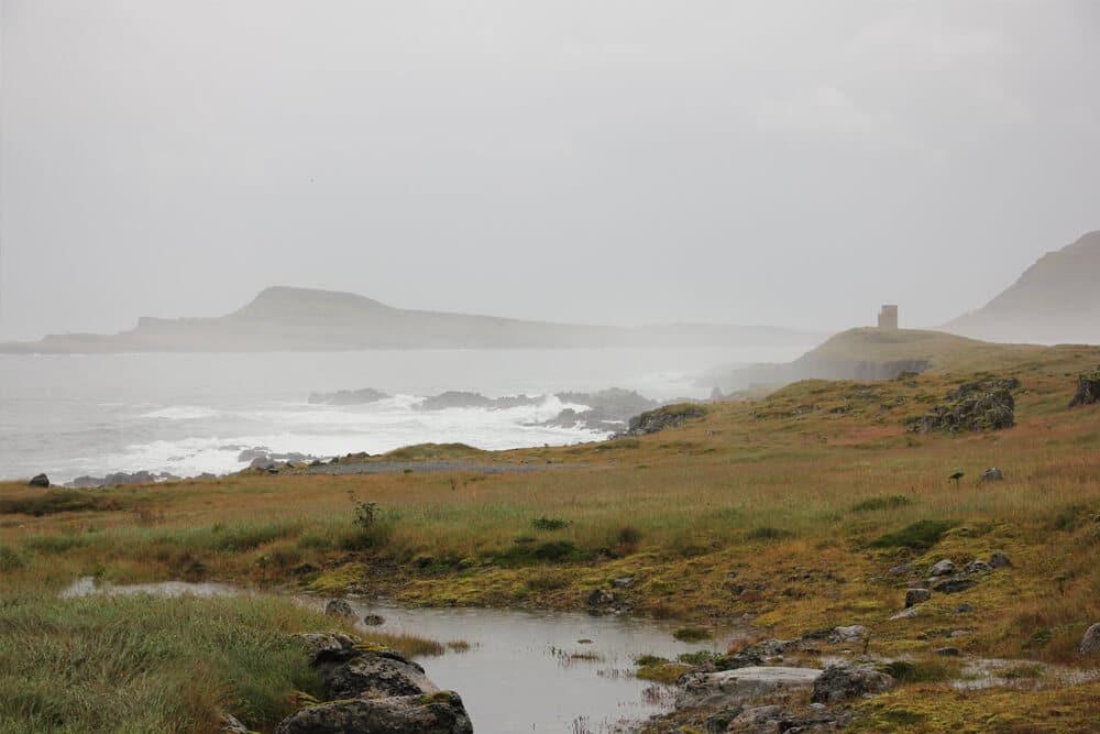 Die Küste und das Meer im Osten Islands können mitunter ganz schön rau sein
