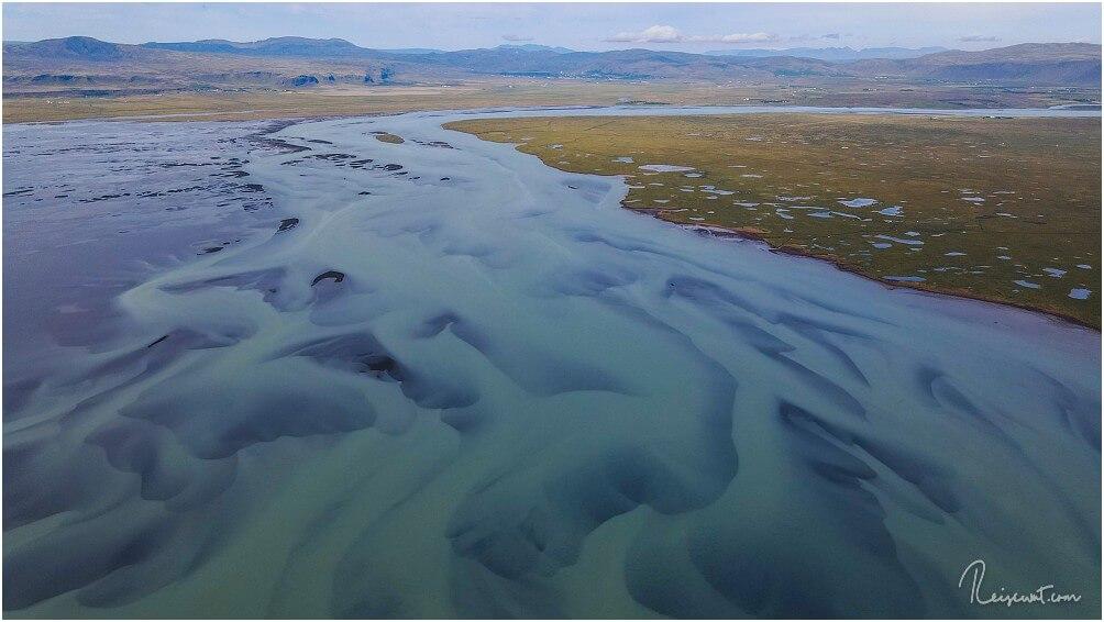 Der Hlíðarvatn auf der Reykjanes Halbinsel. Von unten unscheinbar, von oben wie eine Art Gemälde.