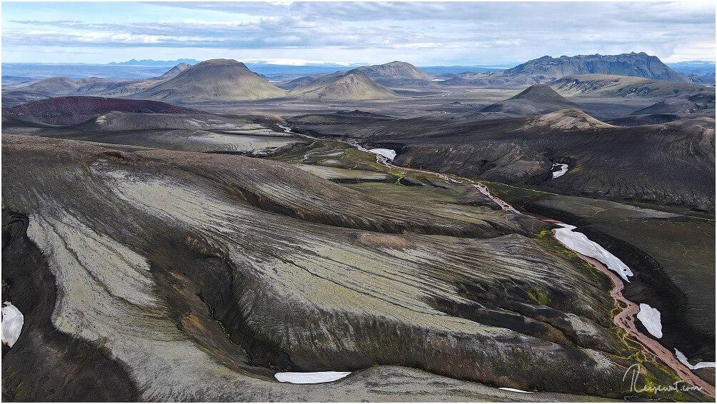 Blick zurück auf die ganze Wanderung zur Quelle Rauðauga, immer den roten Fluss entlang
