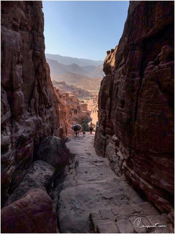 Der untere Bereich des Monastery Trails kurz nach Beginn der Stufen
