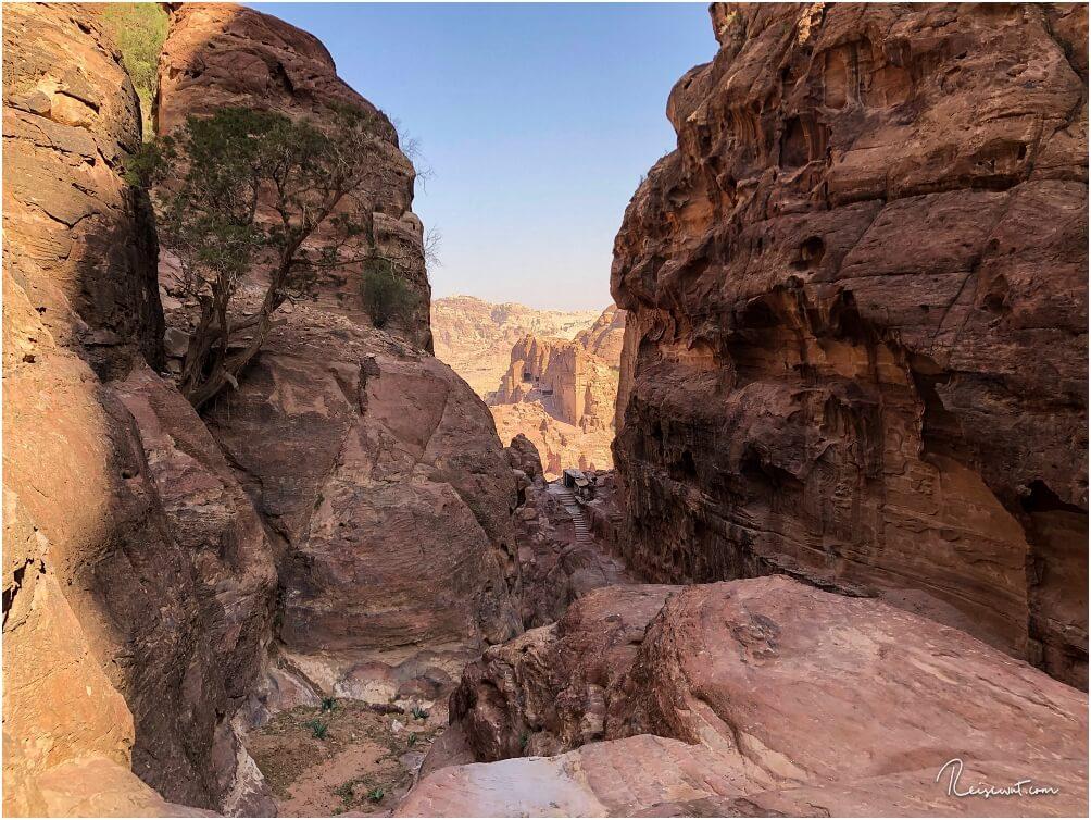 Der untere Teil des Trails verläuft wunderschön durch eine Art Canyon. Im Hintergrund: Teile der Königswand