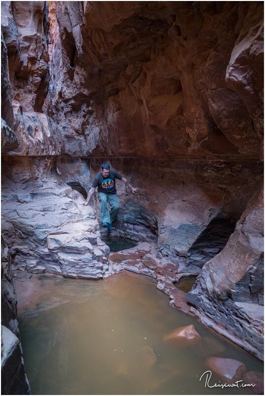 """Der Khazali Canyon ist an einigen Stellen etwas """"tricky"""" durch den ein oder anderen Pool"""