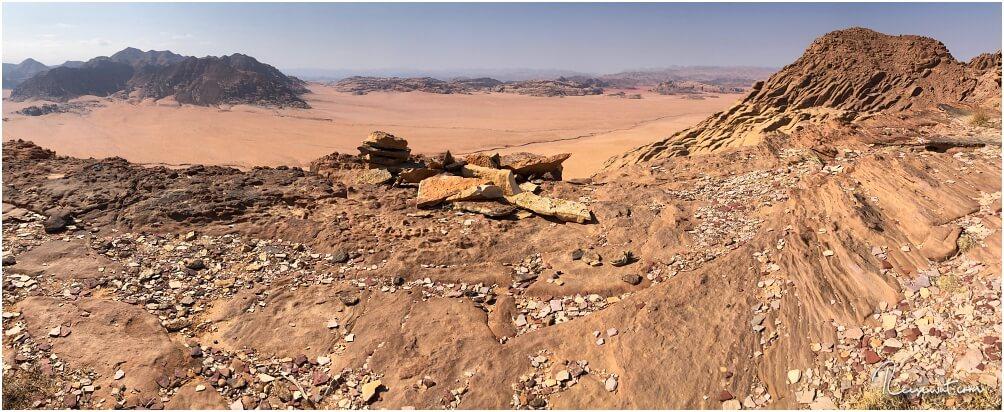 Von Jabel Al-Hash aus blickt man rüber über die Grenze nach Saudi-Arabien