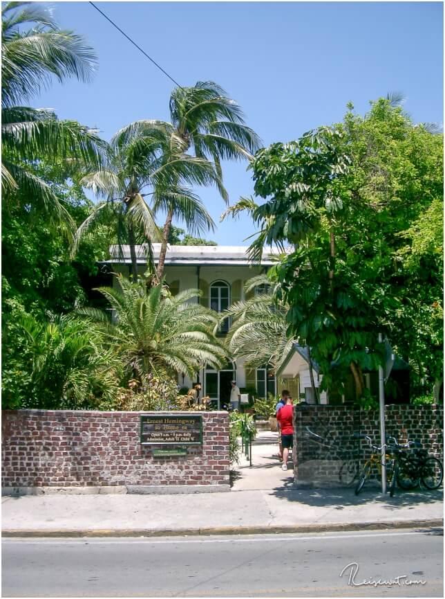 Versteckt hinter Palmen und Bäumen ... das ehemalige zu Hause von Ernest Hemingway