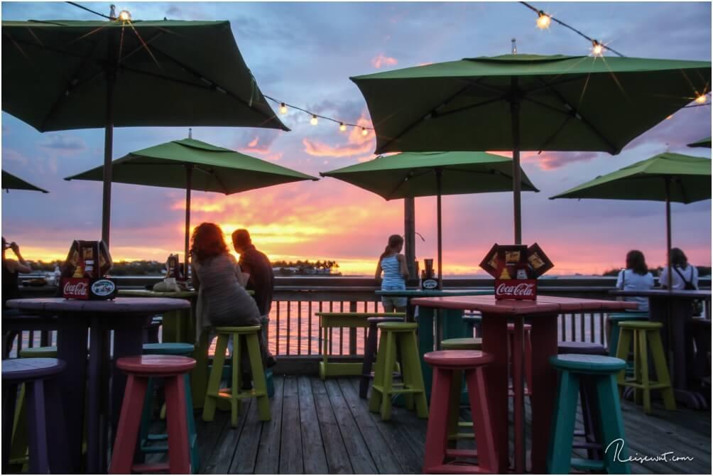 Ein Logenplatz zum Sonnenuntergang hat man definitiv im Sunset Pier Cafe
