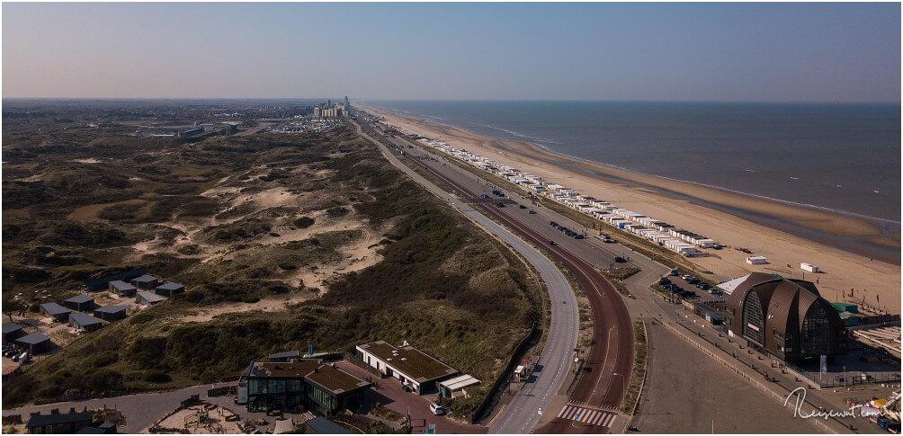 Blick von Bloemendaal aan Zee in Richtung Zandvoort mit einem gefühlt endlos langen Strand