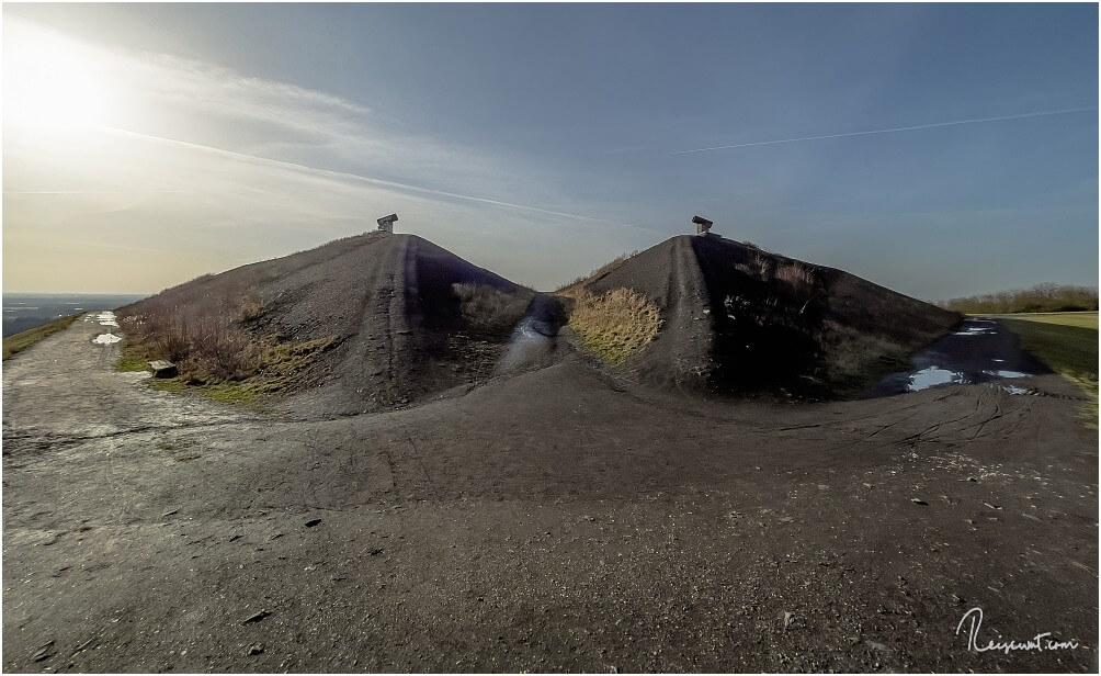 Der höchste Punkt der Halde Rungenberg, die beiden Pyramide mit den Strahlern