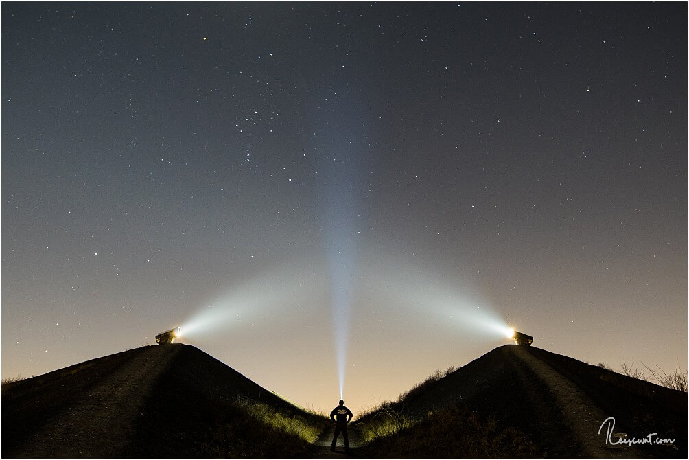 Die beiden Lichtkanonen auf der Rungenberghalde sind ein tolles Motiv Nachts