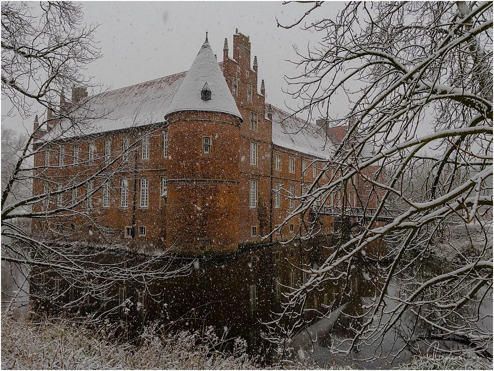 Schloss Herten im zarten Winterkleid im Januar 2021