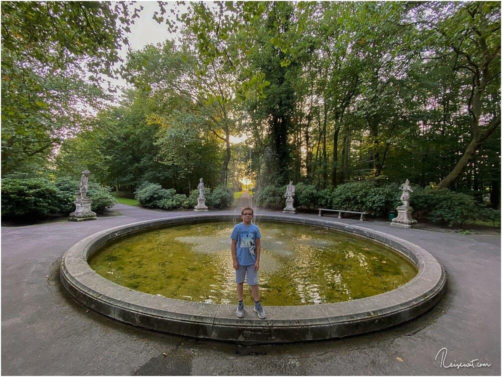 Der 11 m große Chinesenbrunnen im Ostgarten