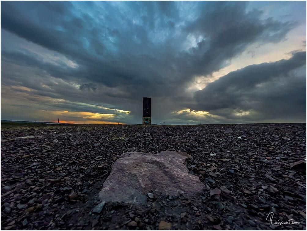 In Wirklichkeit nur ein ganz kleiner Stein, aber die Perspektive macht's ;-)
