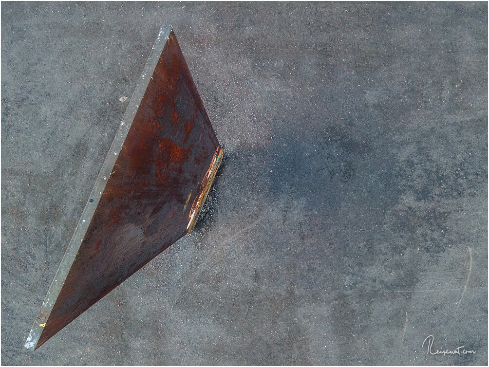 Die Dimensionen der Stahlplatte werden auch von oben ganz gut erkennbar ...