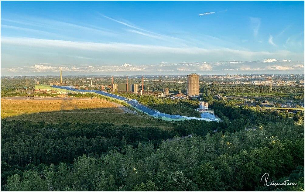 Blick von der ersten Plattform in Richtung Alpinecenter und Ruhrgebiet