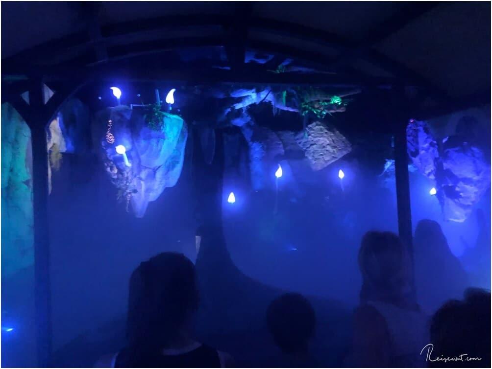 Der Dark Ride Part der Merlin's Quest ist mit viel Liebe zum Detail und jeder Menge Lichteffekte gestaltet