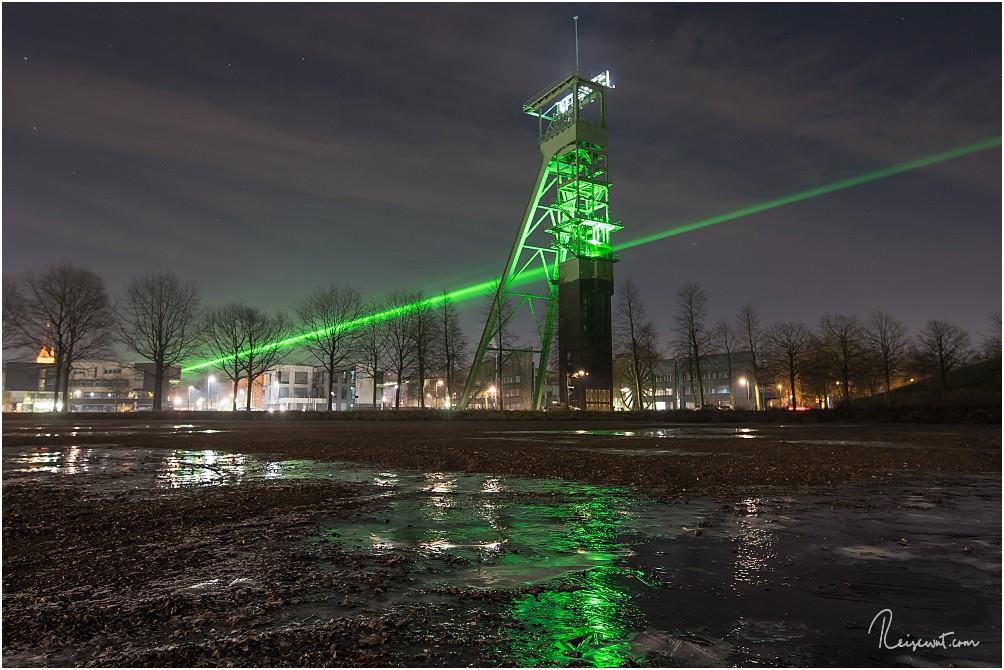 Der grüne Laserstrahl vom Hammerkopfturm zur Zeche Erin