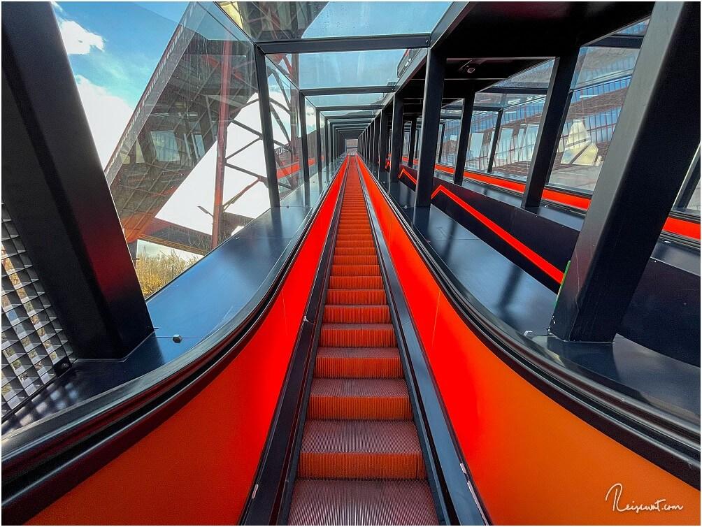Die Fahrt mit der längsten Rolltreppe Deutschlands dauert seine Zeit