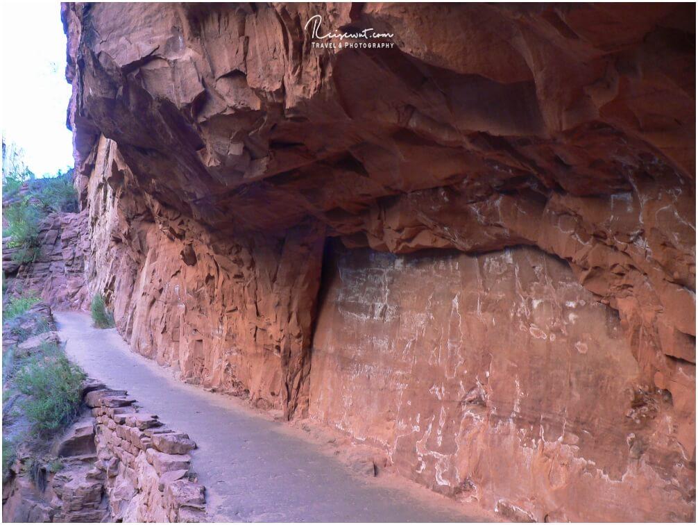 Der teilweise gut ausgebaute Trail nach Angels Landing